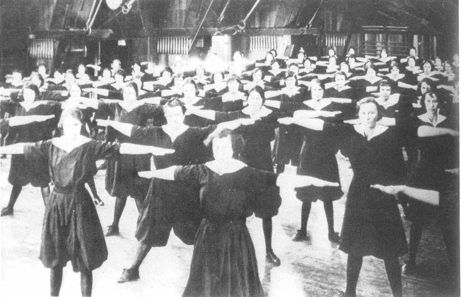 Women's P.E. class held in the old Hearst Hall, designed by John Maybeck. The building was destroyed by fire in 1922.